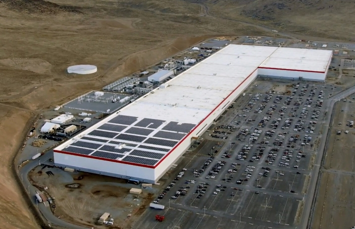 https://en.wikipedia.org/wiki/Giga_Nevada#/media/File:Tesla_Gigafactory_1_-_December_2019.jpg