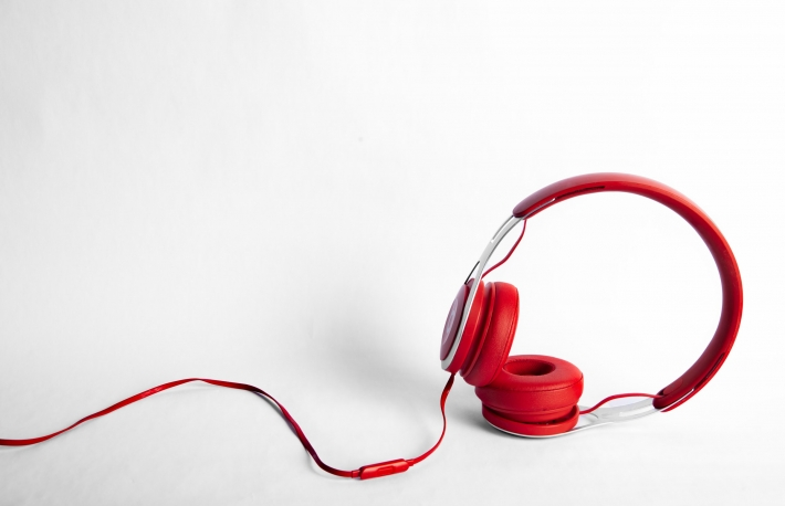 What the History of Headphones Says About the Internet's Future
