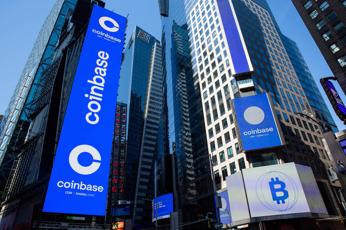 Investment Research Firm Says Coinbase Revenue to Decline Despite Beating Estimates